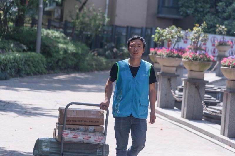 """【物流资讯】实地走访:""""月薪过万""""对于快递小哥更像是个传说"""