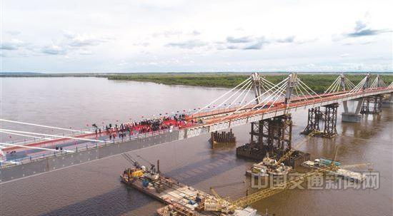 【资讯】中俄合建首座跨境公路桥合龙