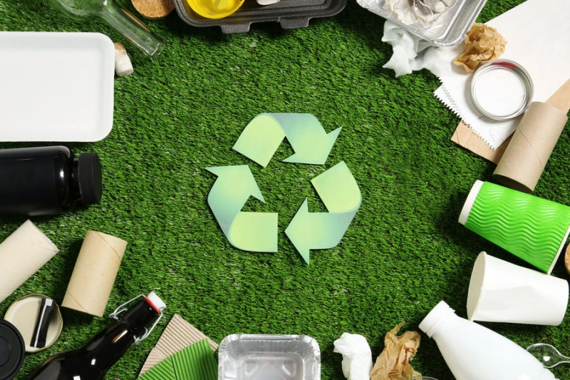 快递箱披上绿色新衣,清新底色描绘行业未来